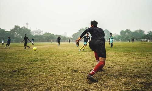 Goalkeepers Training Made Easy goalie throw - Goalkeepers - Training Made Easy